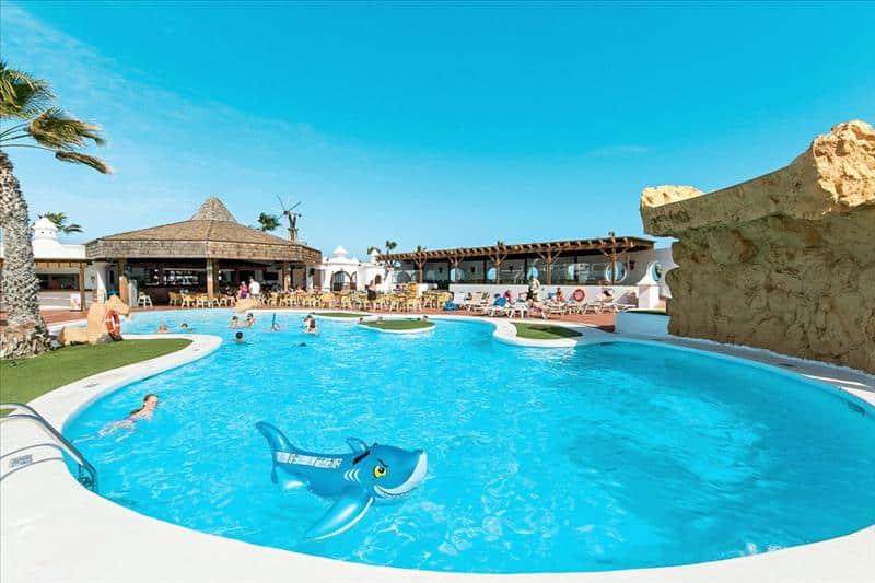 Zwembad van Sands Beach Resort in Costa Teguise, Lanzarote
