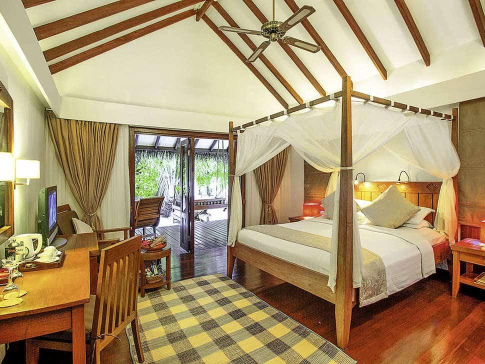 Slaapkamer van bungalow van Medhufushi Island Resort in Medhufushi, Malediven