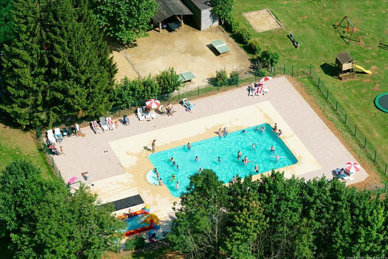 Zwembad van Camping Colline de Rabais in Virton, Ardennen, België