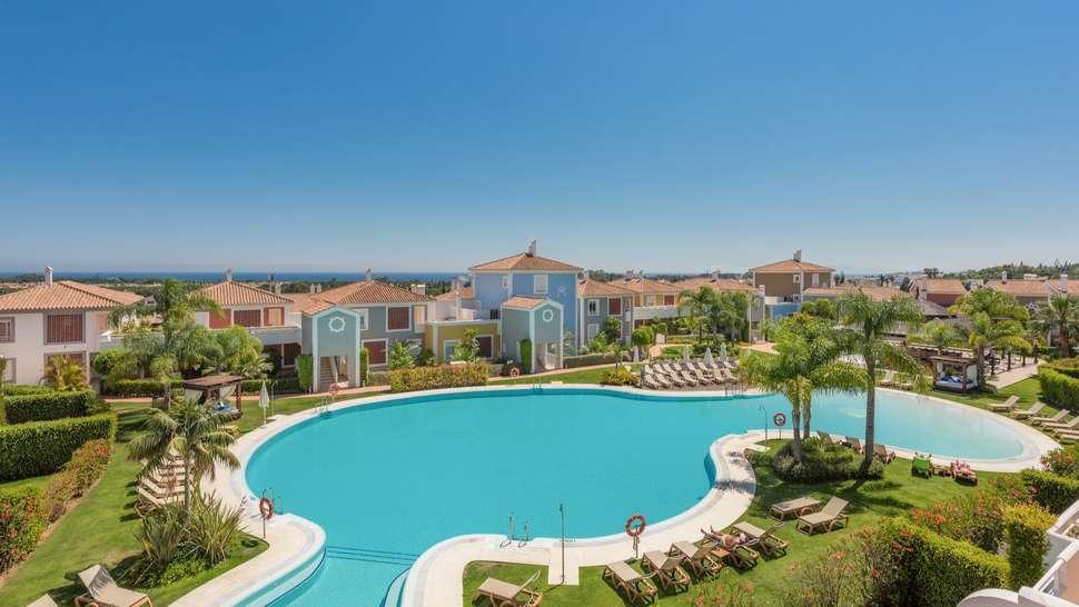 Zwembad van Cortijo del Mar Resort in Estepona, Costa del Sol, Spanje