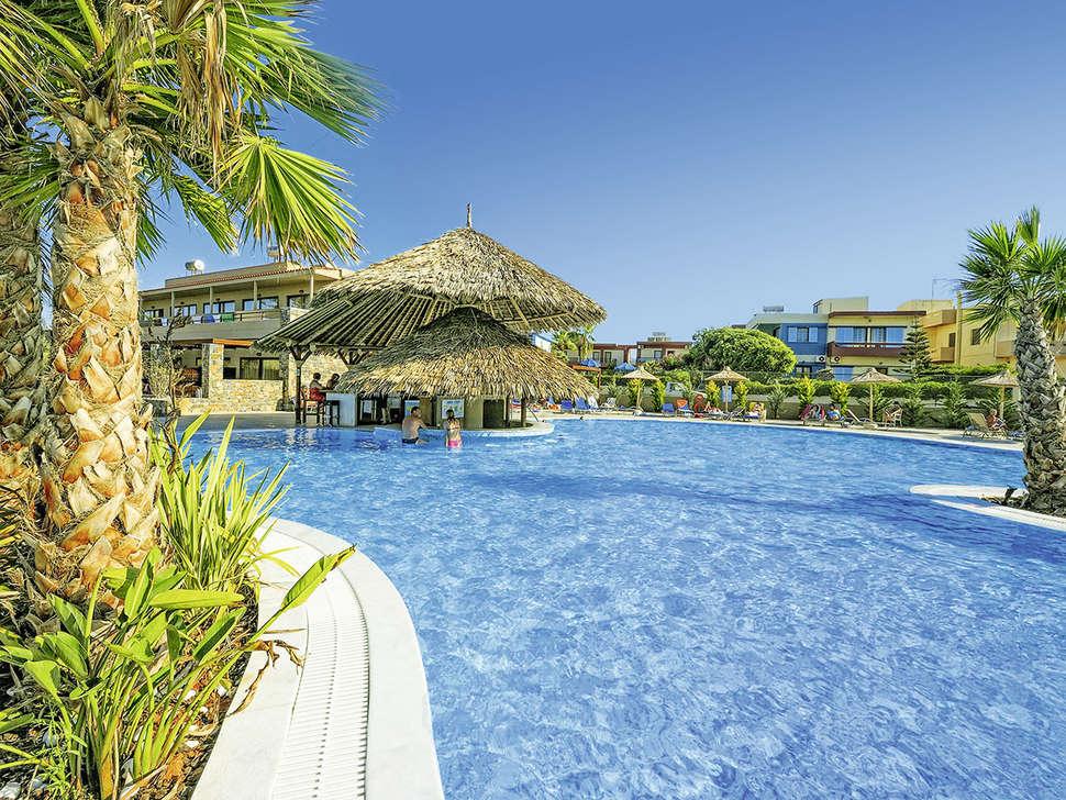 Zwembad van Aphrodite Beach Club resort in Gouves, Kreta