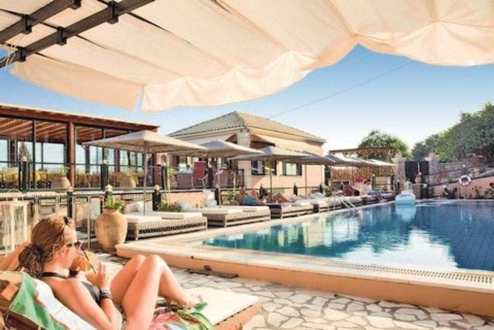Zwembad van San Marco Villas in Ipsos, Corfu