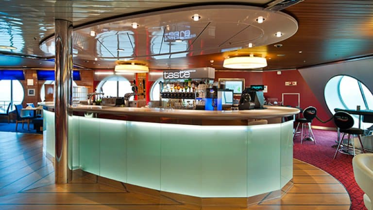 Bar Stena Hollandica in Londen, Verenigd Koninkrijk