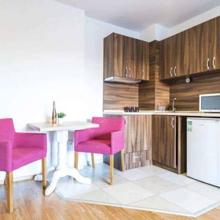 Keuken in een appartement van Admiral Plaza in Sunny Beach, Bulgarije