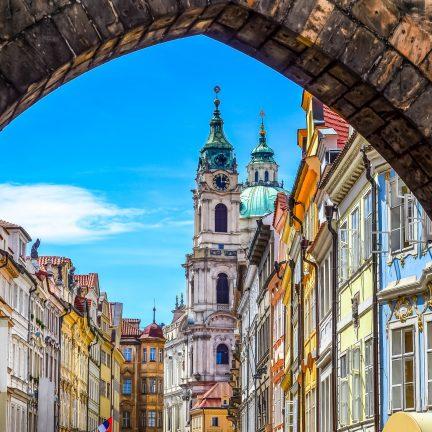 Oude stad van Praag bekeken vanaf de Karelsbrug
