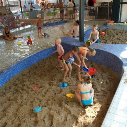 Zandbak in Binnenbad De Beerze Bulten in Beerze, Overijssel