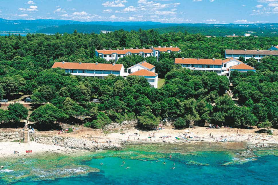 Strand van Appartementen Laterna in Porec, Kroatië