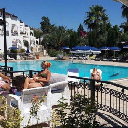 Borrelen bij Hotel Altinkaya in Kyrenia, Cyprus