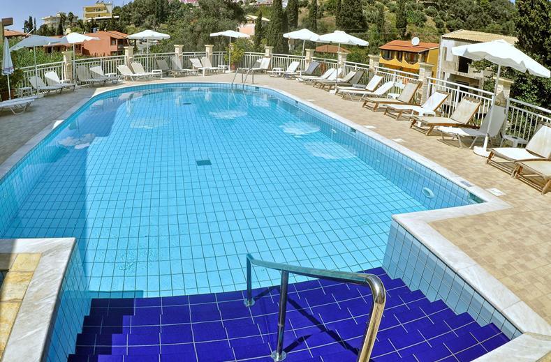 Zwembad van Appartementen Angelica in Agios Gordios, Corfu