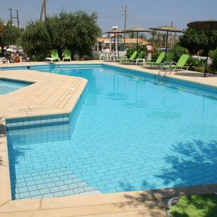 Zwembaden Hotel Theodora in Chersonissos, Kreta