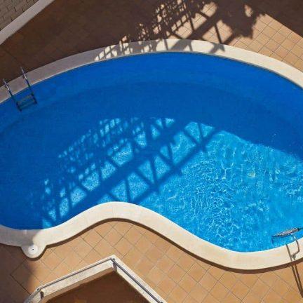 Zwembad van Villa de Madrid in Blanes, Spanje