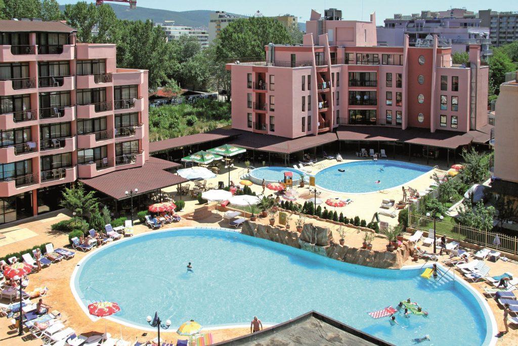 Zwembaden van hotel Izola Paradise in Sunny Beach, Bulgarije