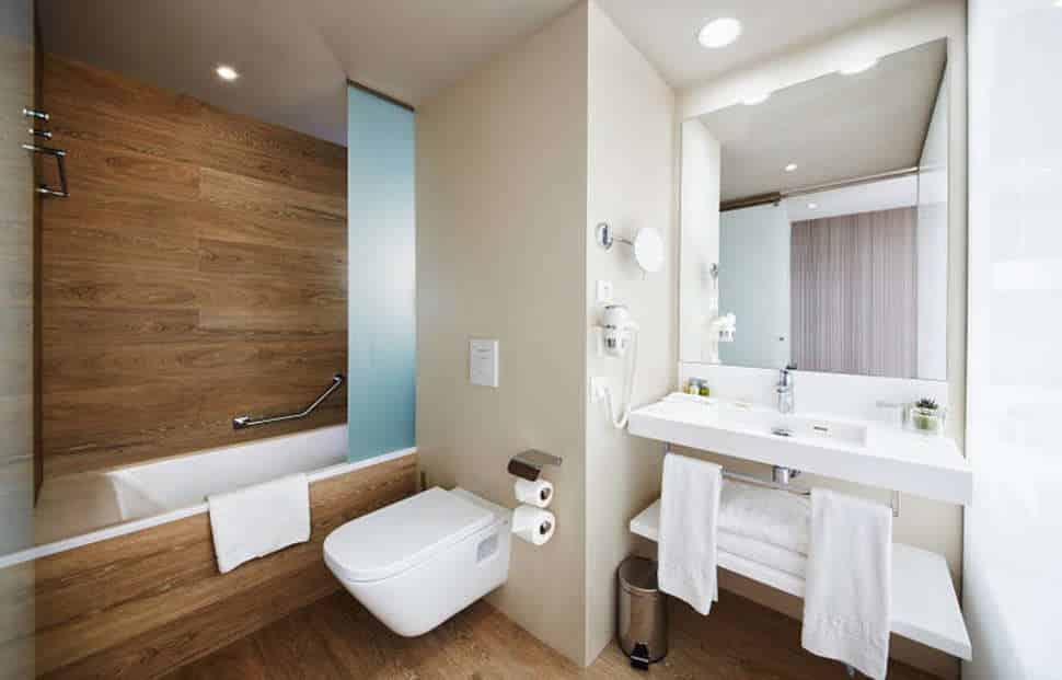 Badkamer in Hotelkamer van het Barcelo Praha Hotel in Praag, Tsjechië