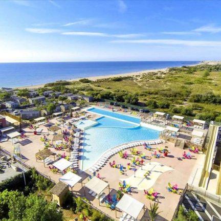Zwembaden bij Camping les Mediterranees Beach Garden in Marseillan-Plage, Frankrijk