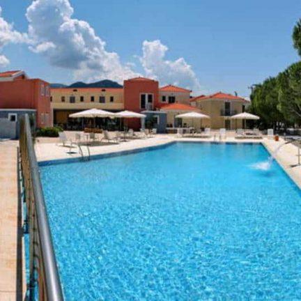 Zwembad van Hotel Theofilos in Petra, Lesbos