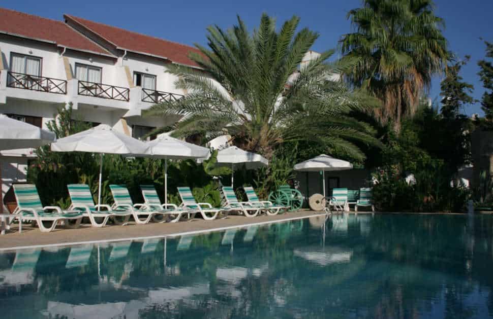 Zwembad van Hotel Top Set in Karavas, Cyprus