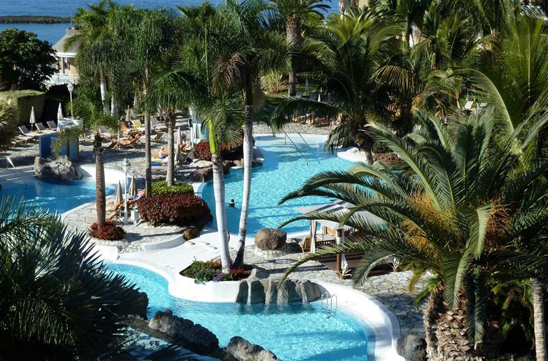 Zwembaden van Jardines De Nivaria in Costa Adeje, Tenerife