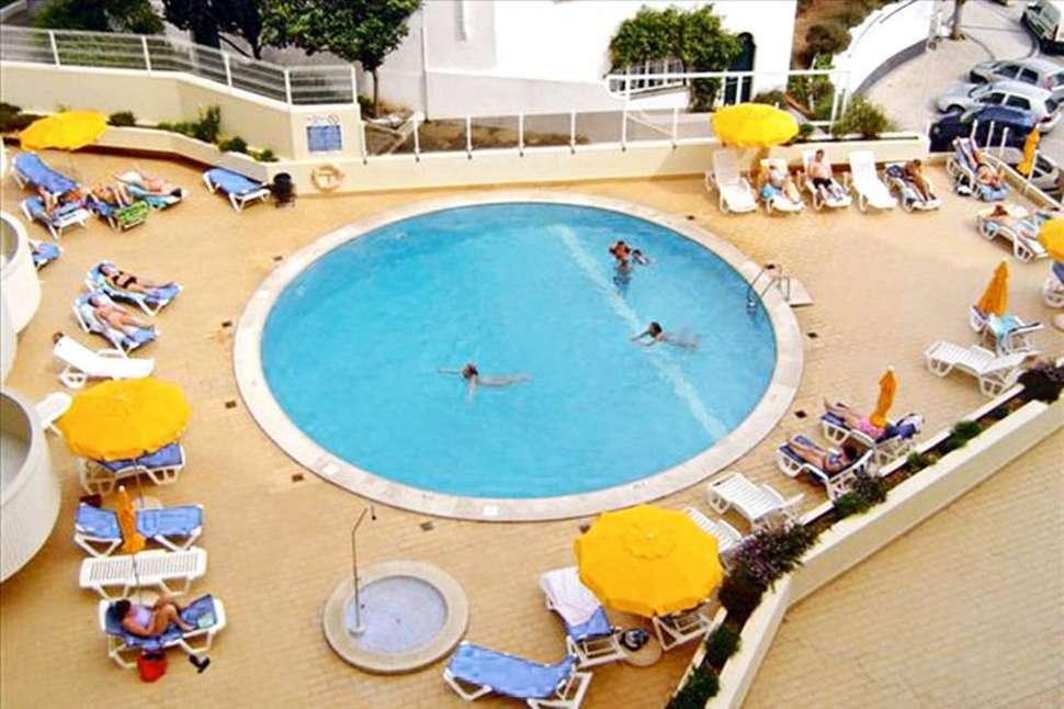 Zwembad van Algarve Mor in Praia da Rocha, Portugal