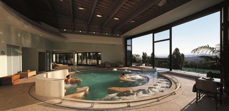 Binnenbad in Fonteverde Tuscan Resort en Spa in San Casciano Dei Bagni, Italië