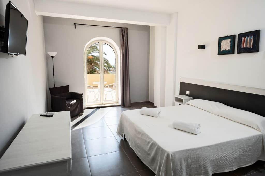Hotelkamer met balkon van Hopps Hotel