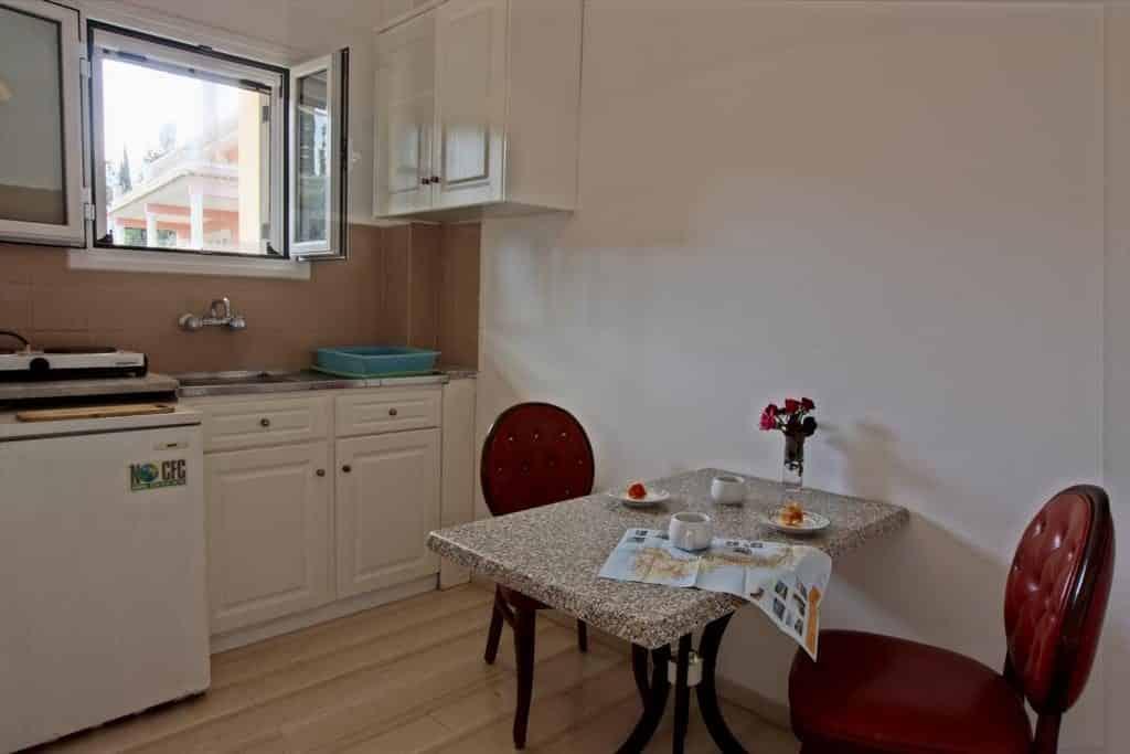 Keuken in een appartement van Dimitra Apartments in Gouvia, Corfu