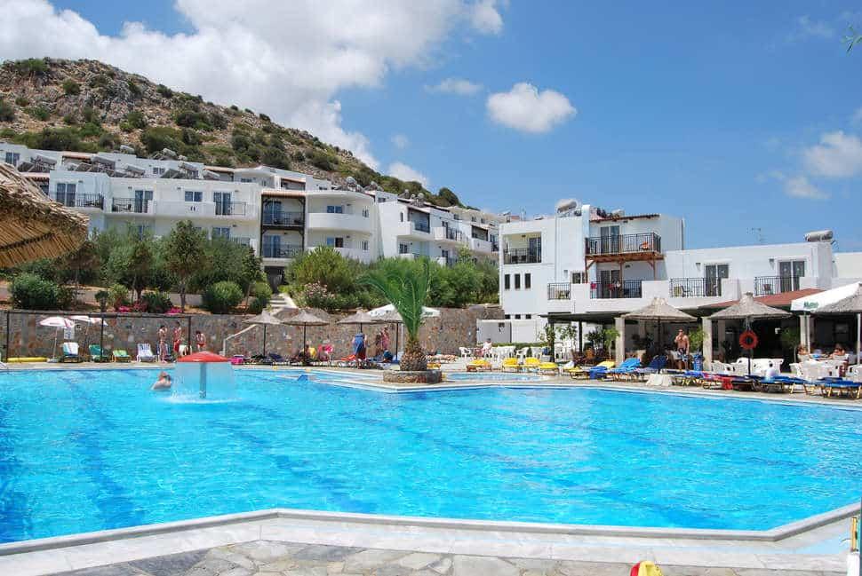 Zwembad van Semiramis Village hotel op Kreta