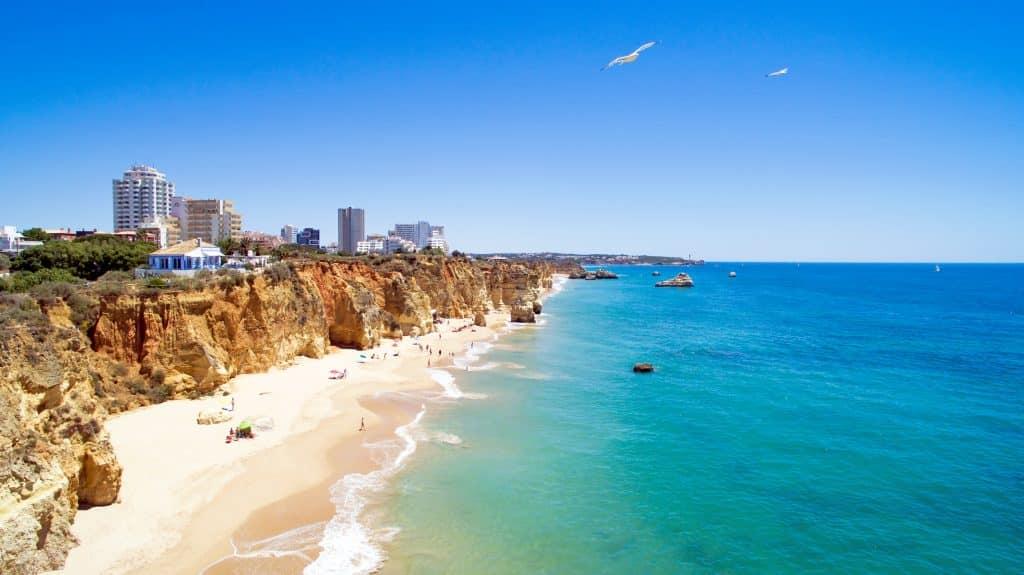Strand van Praia da Rocha in de Algarve, Portugal