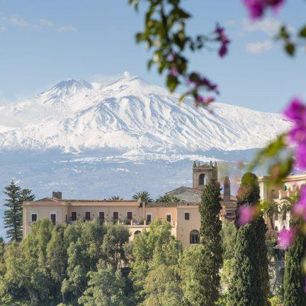 Uitzicht over de vulkaan de Etna in Sicilië, Italië