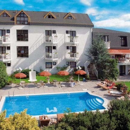 Zwembad van Hotel Monica in Praag, Tsjechië