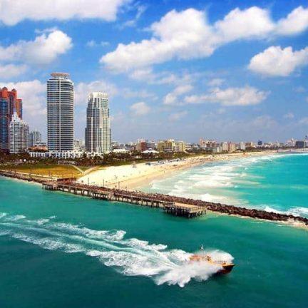 Uitzicht op zee en strand van Miami, Florida