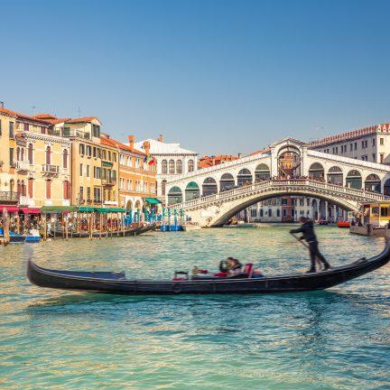 Rialto brug in Venetië, Italië