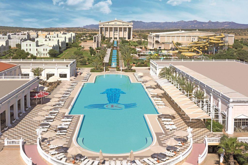 Zwembad van Kaya Artemis Resort in Bafra, Noord-Cyprus