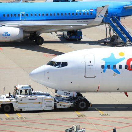 Vliegtuig van Corendon op Schiphol, Amsterdam