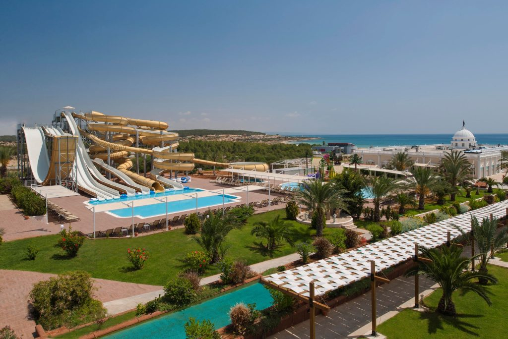 Waterpark van Kaya Artemis Resort in Bafra, Noord-Cyprus