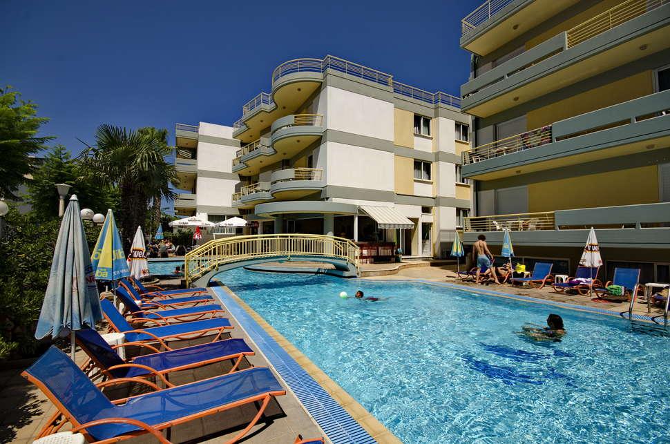 Zwembad van Angela Apartments in Kos, Griekenland