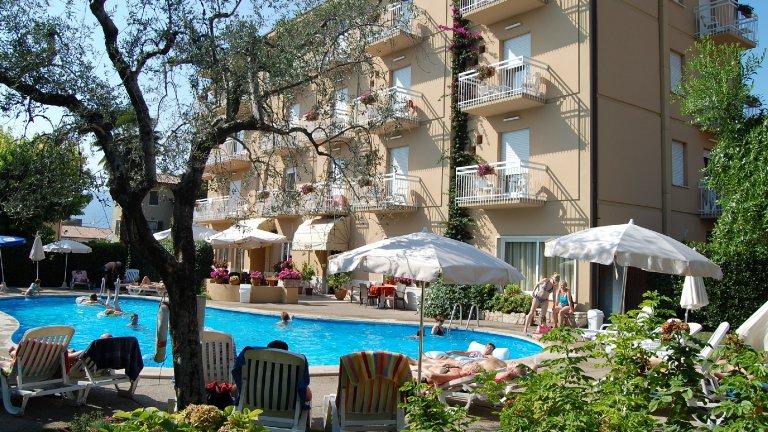 Zwembad Hotel Romeo in Torri del Benaco, Gardameer