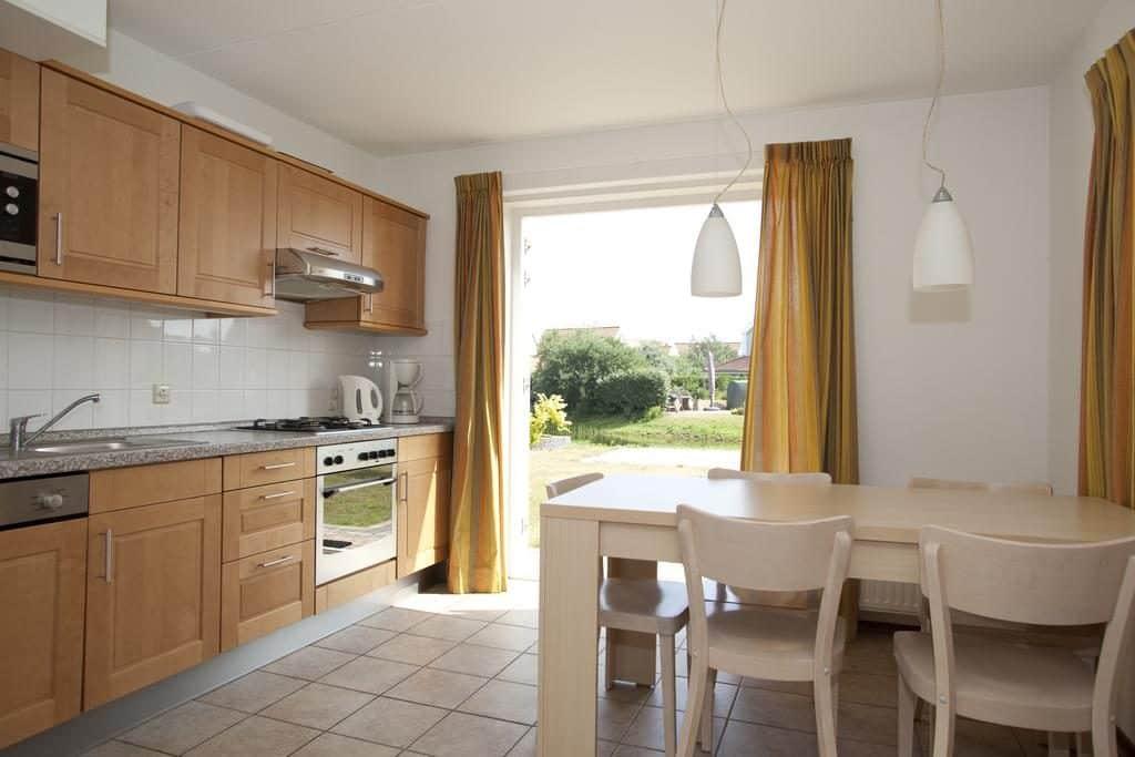 keuken Villa van DUYNPARC DE HEEREN VAN 'S GRAVENSANDE in 's-Gravenzande, Zuid-Holland