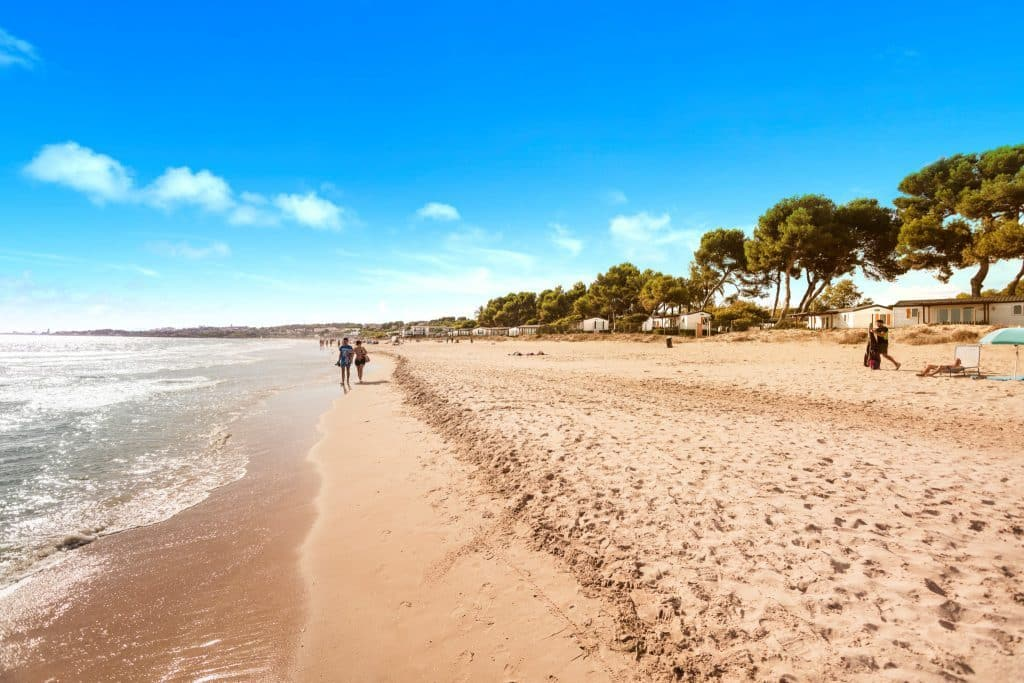 Strand van camping las palmeras in tarragona, Spanje