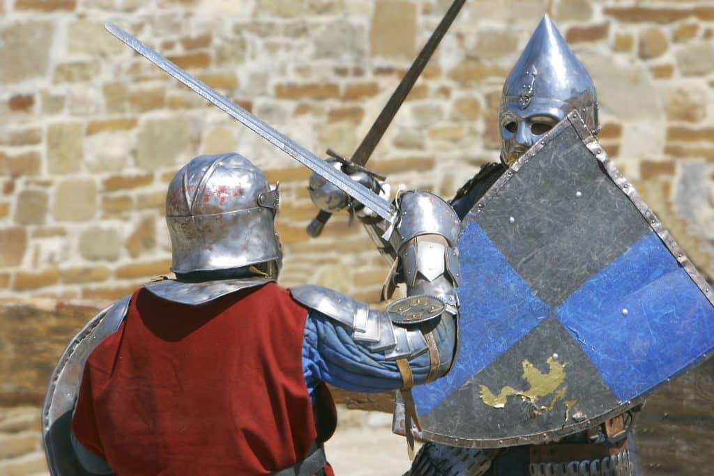 Twee ridders vechten tegen elkaar met zwaard en schild