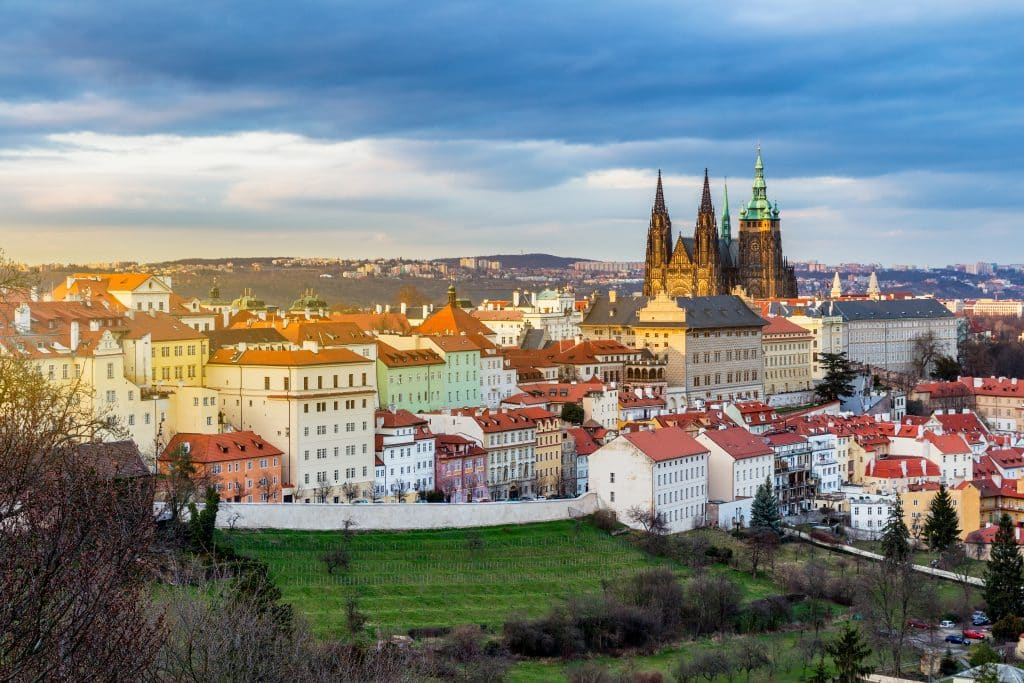 Uitzicht op Prague Castle vanaf de Prague Hill in Praag, Tsjechië