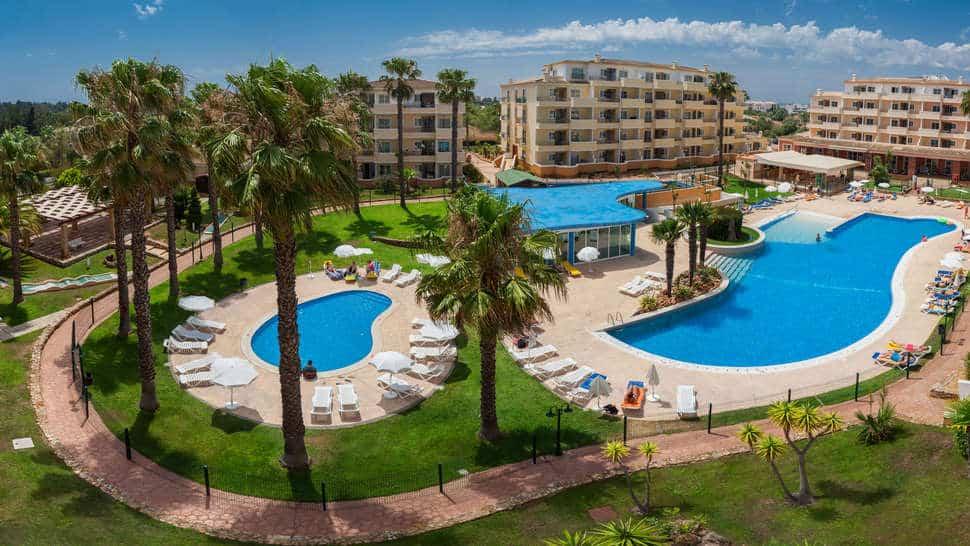 Zwembaden van hotel Vitor's Plaza in Alvor, Portugal