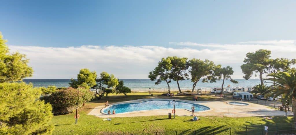 Zwembaden van camping las palmeras in tarragona, Spanje