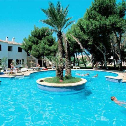 Zwembad van Las Brisas I en II in Cala 'n Bosch, Menorca