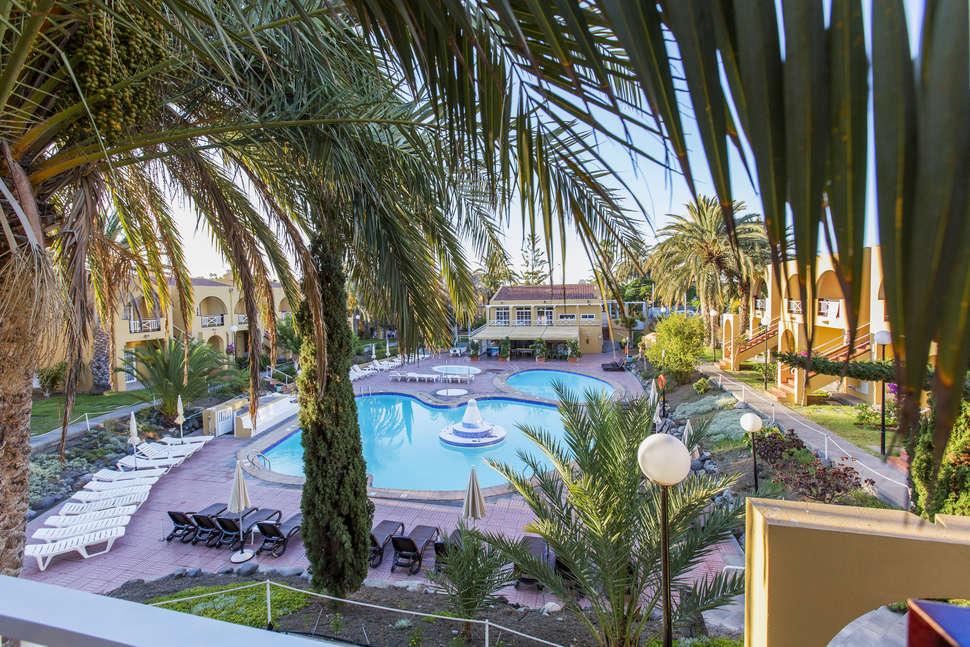 Zwembad van Tisalaya Park in Maspalomas, Gran Canaria