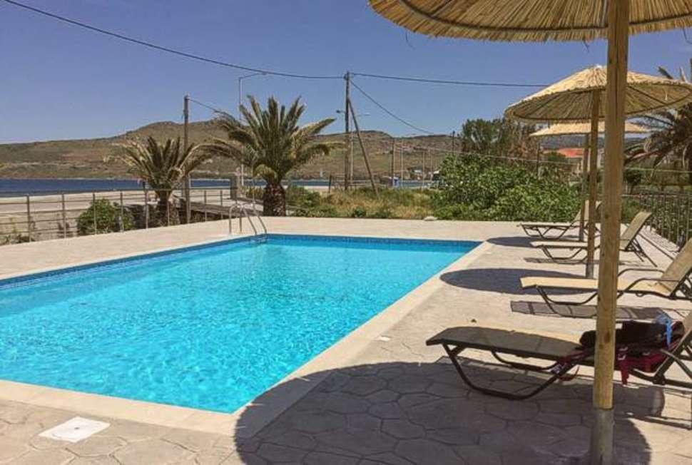 Zwembad van Villa Vicky in Petra, Lesbos