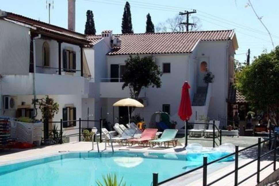 Zwembad van Zoi en Alexia in Ipsos, Corfu