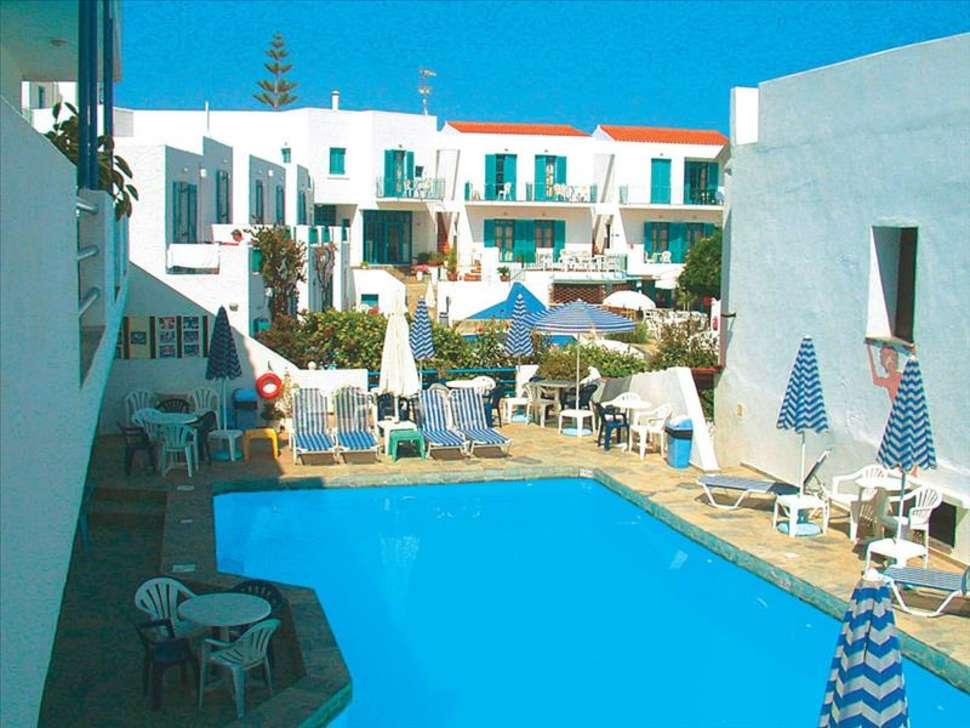 Zwembad van appartementen Castelli in Panormos, Kreta