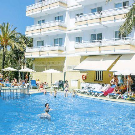 Zwembad van Appartementen HSM Lago Park in Playa de Muro, Mallorca