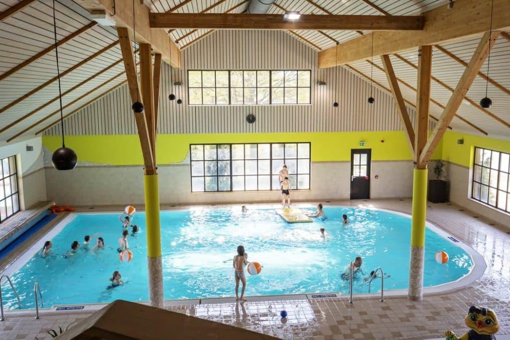 Binnenzwembad van Europarcs Resort Limburg in Susteren, Limburg
