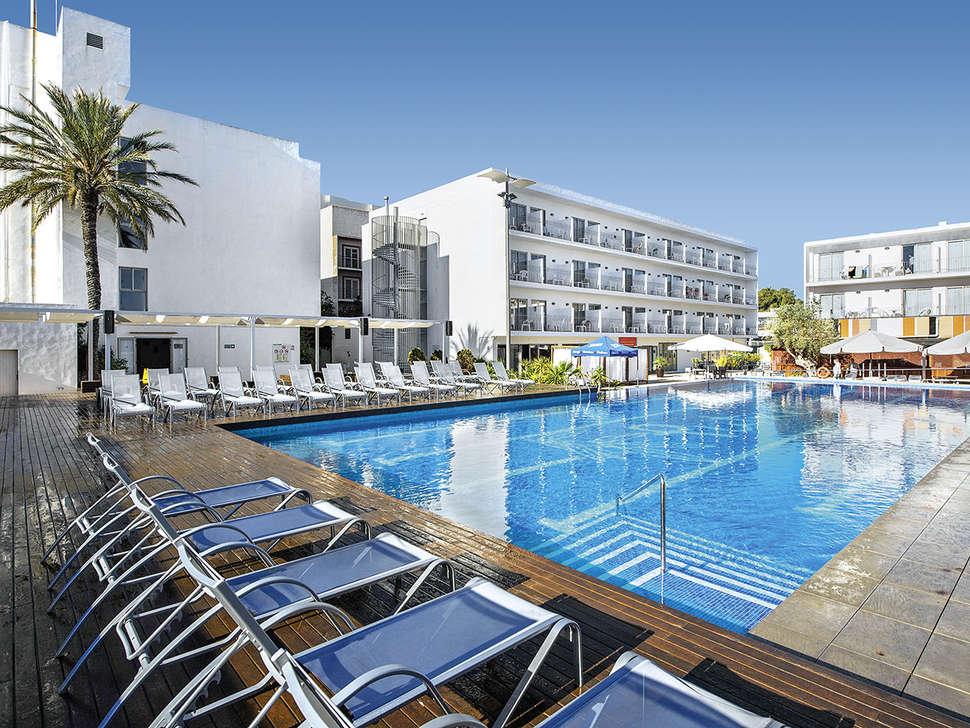 Zwembad van Hotel Puchet in Sant Antoni de Portmany , Ibiza